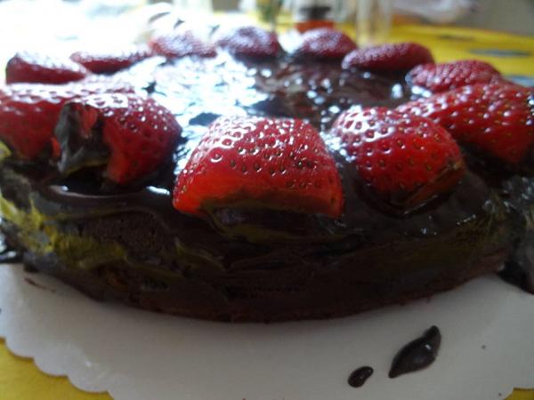 tort s klubnikoj