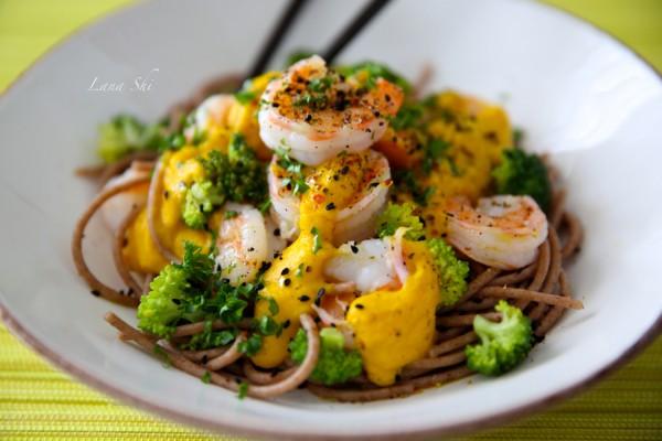 Цельнозерновые спагетти с Тигровыми креветками с чесноком